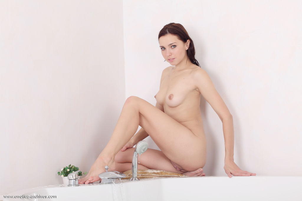 Oliviana flaunts her wet, gorgeous body and sweet pussy as she dips in the bathtub.