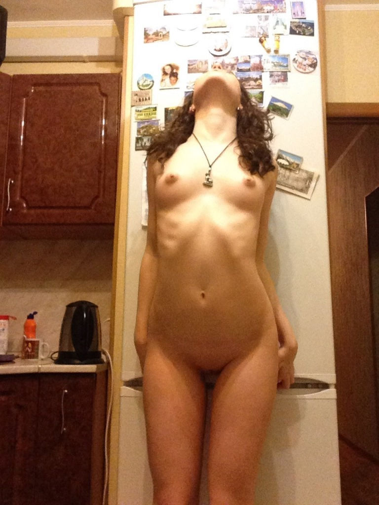 Russian Amateur Teen Photos Herself In Kitchen  Russian -3040