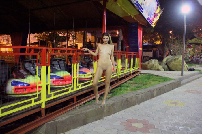 Russian exhibitionist Veronica walks naked at resort town at night