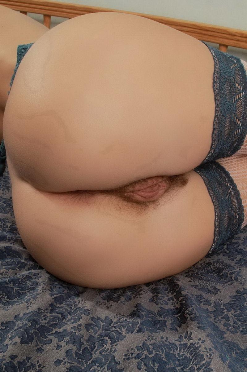 Волосатая пизда на порно фото  XGirlzcom