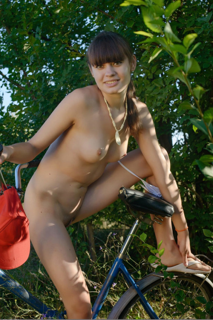 Teen decides to get naked while bicycle ride