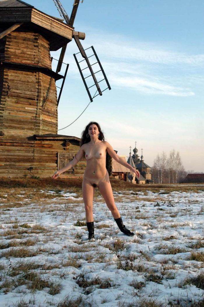 Girl Angelika loves to walk naked at winter
