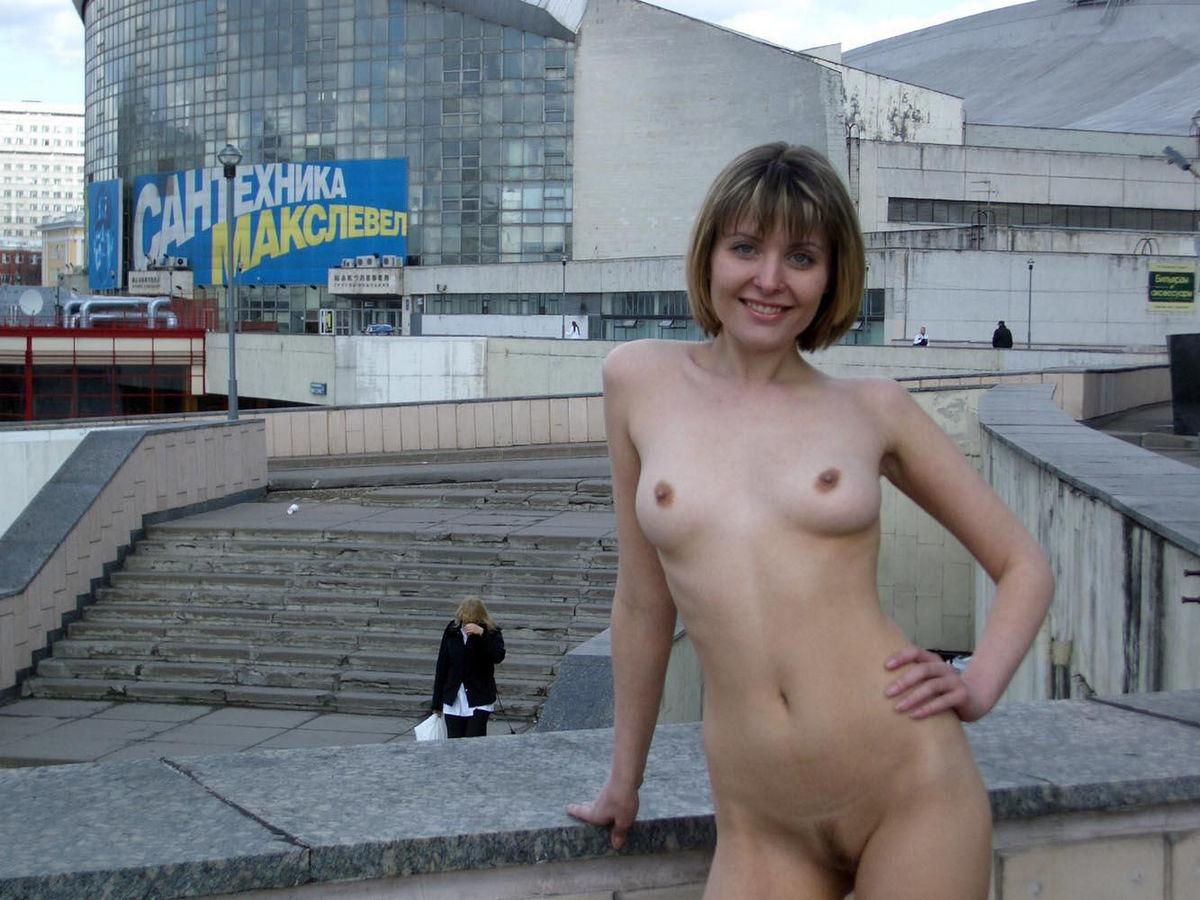 golie-devushki-moskvi-foto-filmi