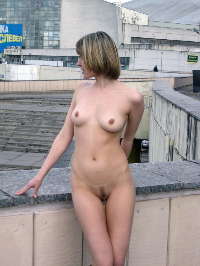 Slim Short-haired blonde totally naked at city center