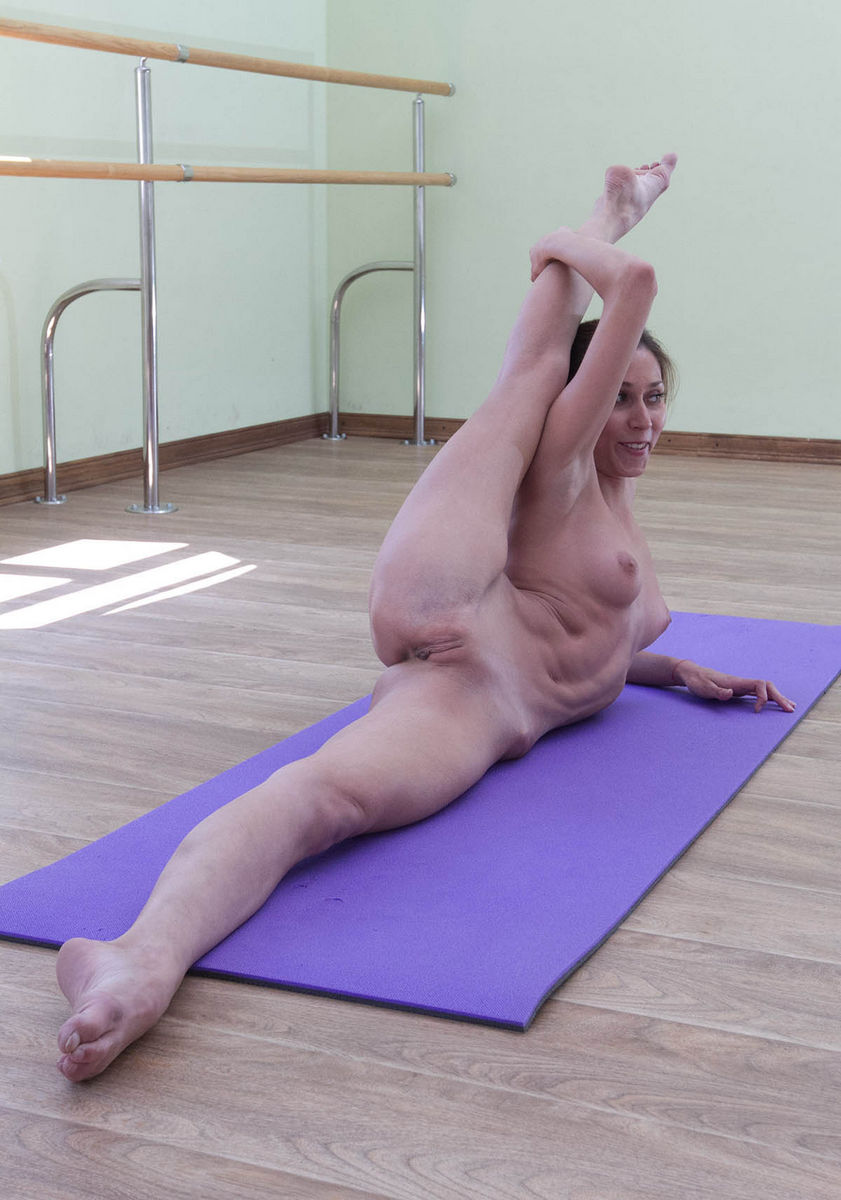 Long legged babe takes bbc in everyhole til they both squirt - 5 7