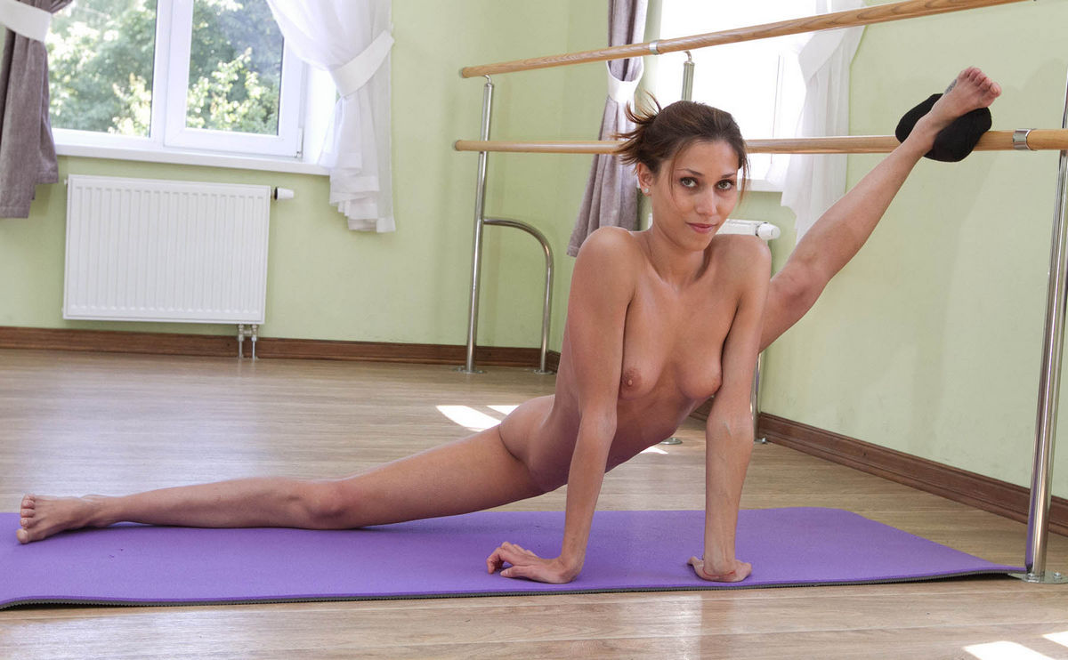 Paloma piss black nude gymnast