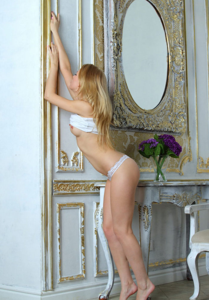 Teen model Lilu M with skinny body and charming smile