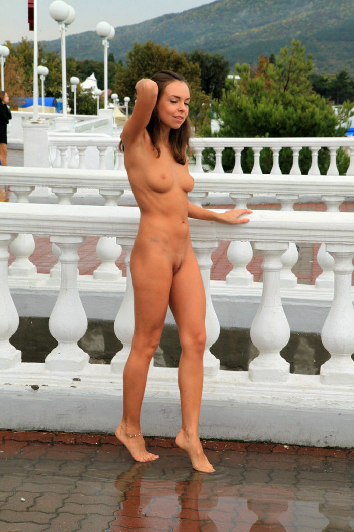 naked-busty-girls-in-the-rain-junior