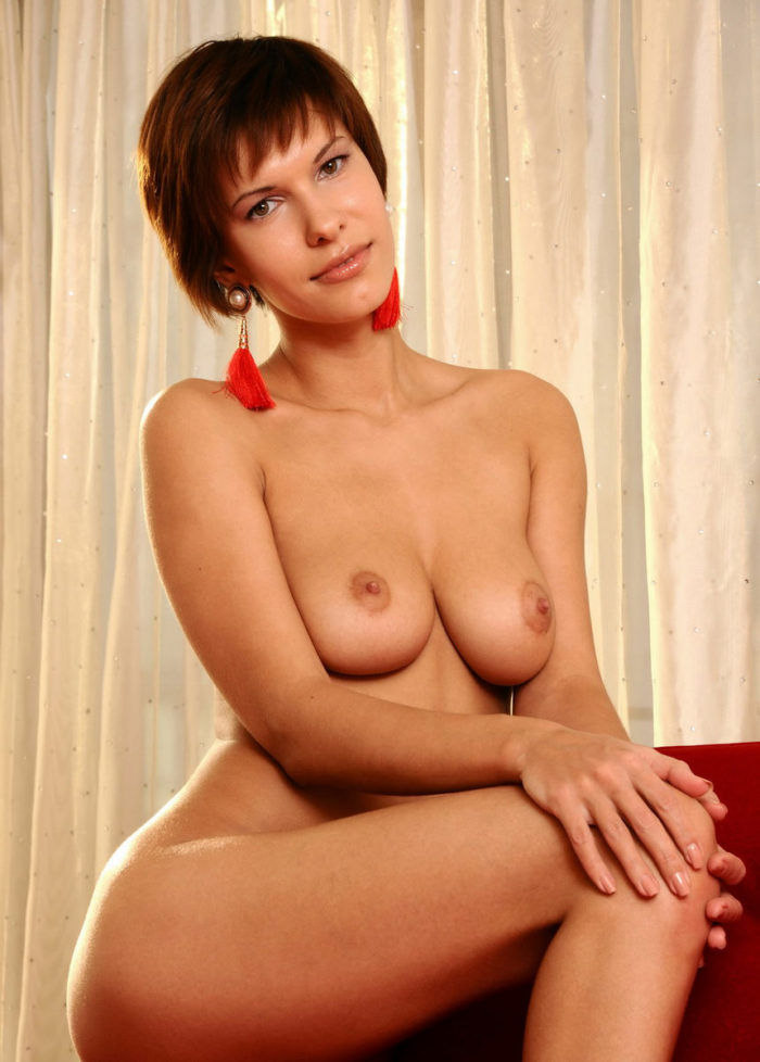 Short-haired beauty Suzanna A with ideal boobs and body