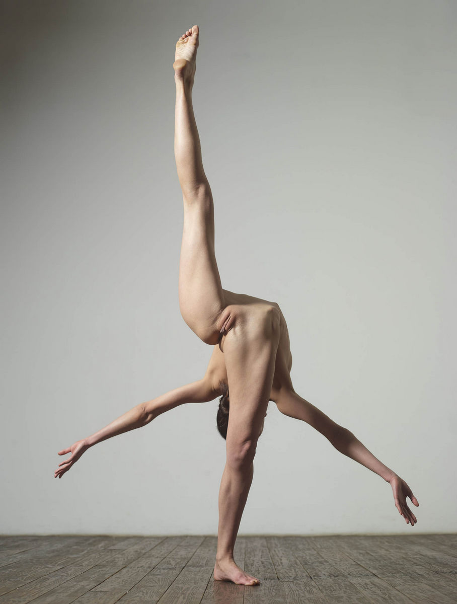 super flexible russian girl in studio russian sexy girls