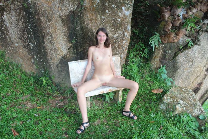 Amateur russian girl exposes her naked body at tropical island