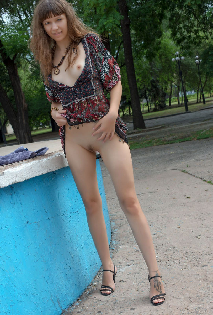 Crazy Teen Girl Loves To Flash At Public Places  Russian -4496