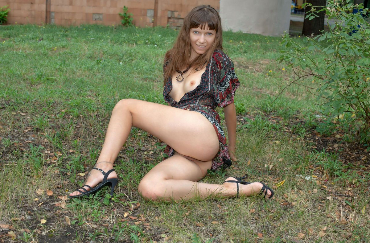 Crazy Teen Girl Loves To Flash At Public Places  Russian -6517