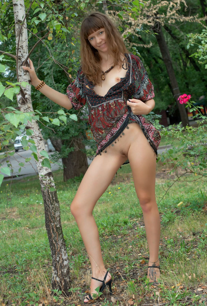 Crazy Teen Girl Loves To Flash At Public Places  Russian -9388