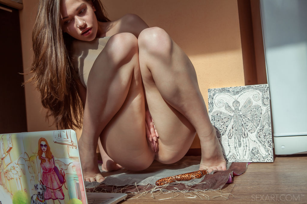 Discovering erotica that turns her on makes Subil A break out her dildo
