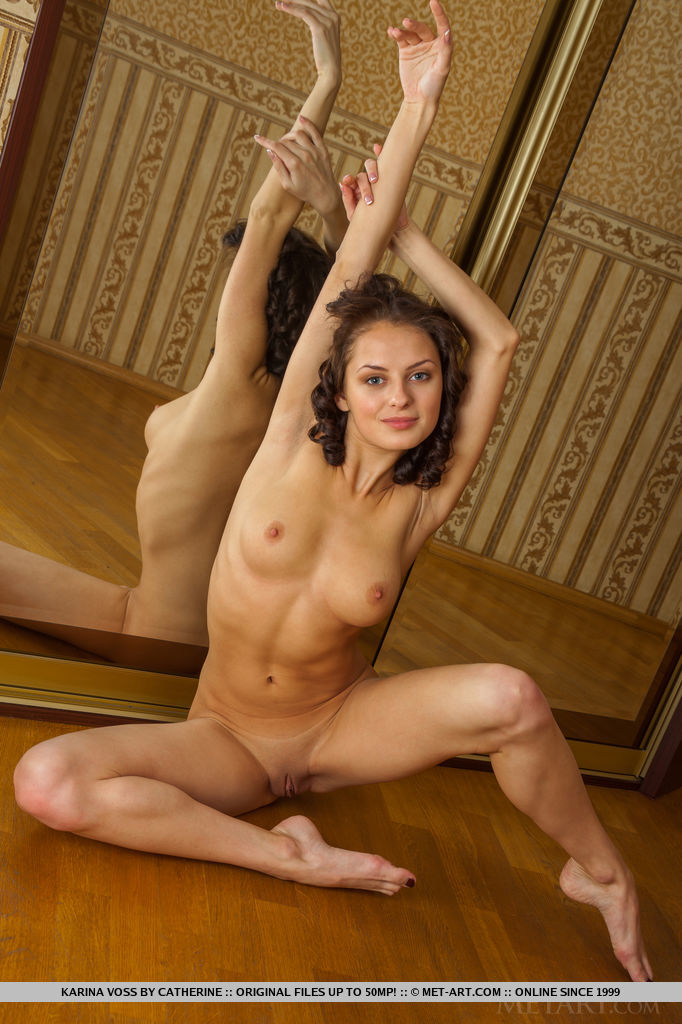 Karina Voss bares her meaty ass and sweet pussy by the mirrors.