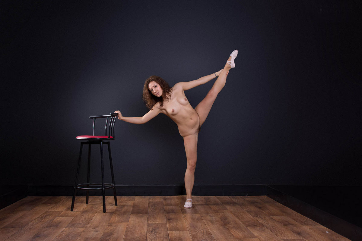 Naked Ballerina Widely Spreads Her Legs To Show Hairy -6274