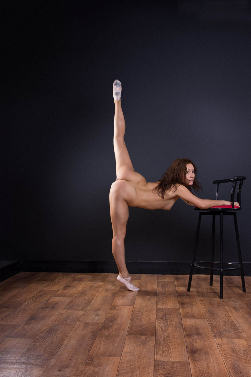 sexy naked girls spread legs pussy