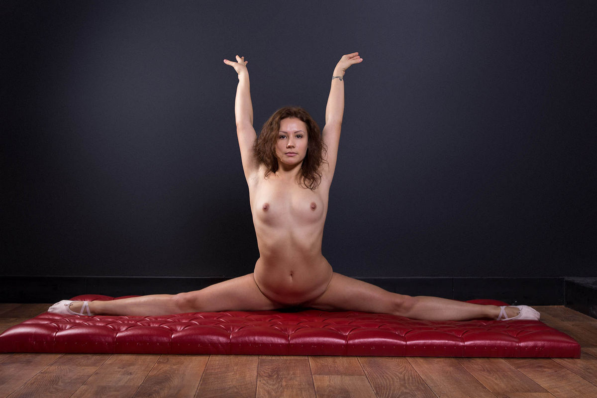 Free hairy pussy gymnast pictures, julia bond closeup pussy