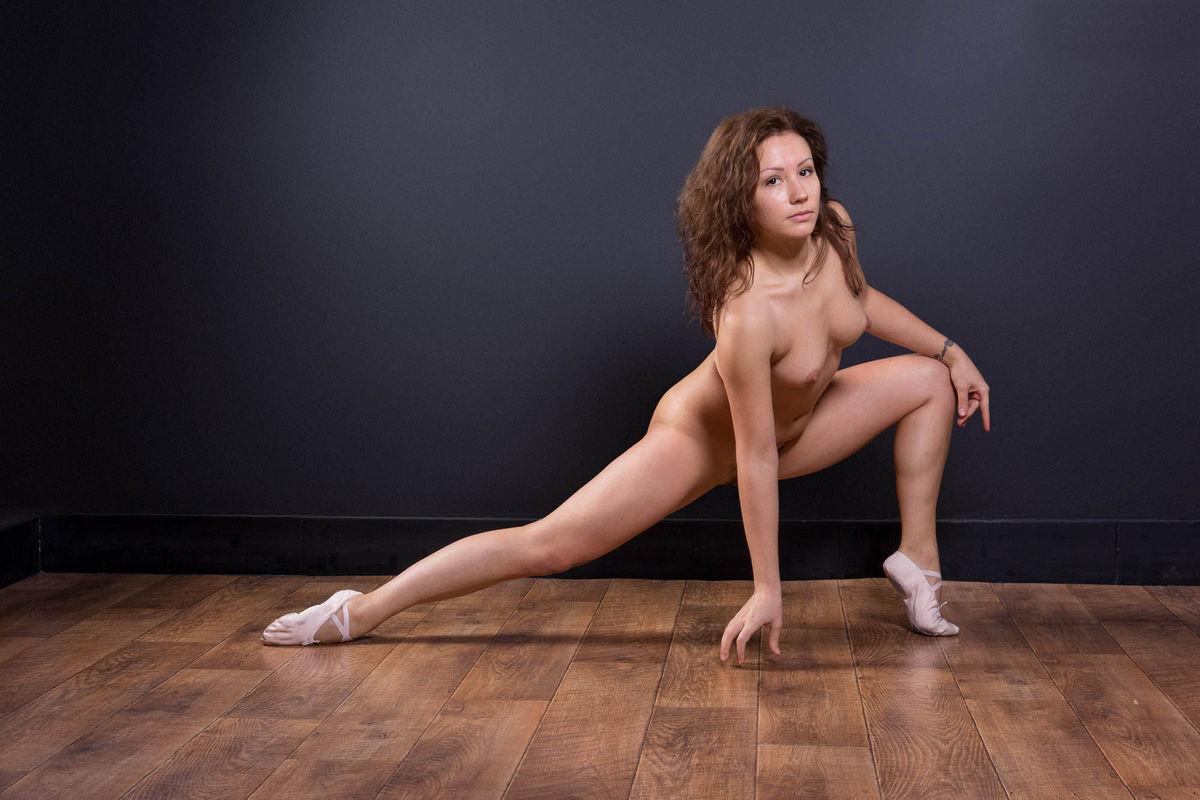 Naked thick girls twerking-4902