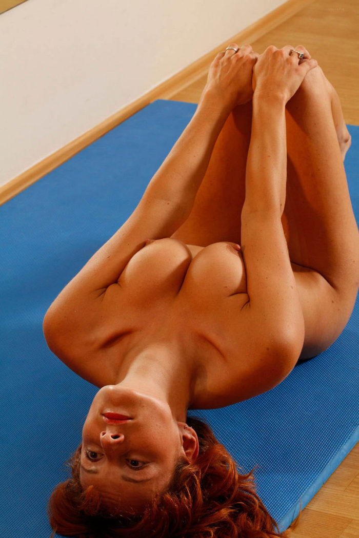 Redhead gymnast with really sporty body and big pussy lips