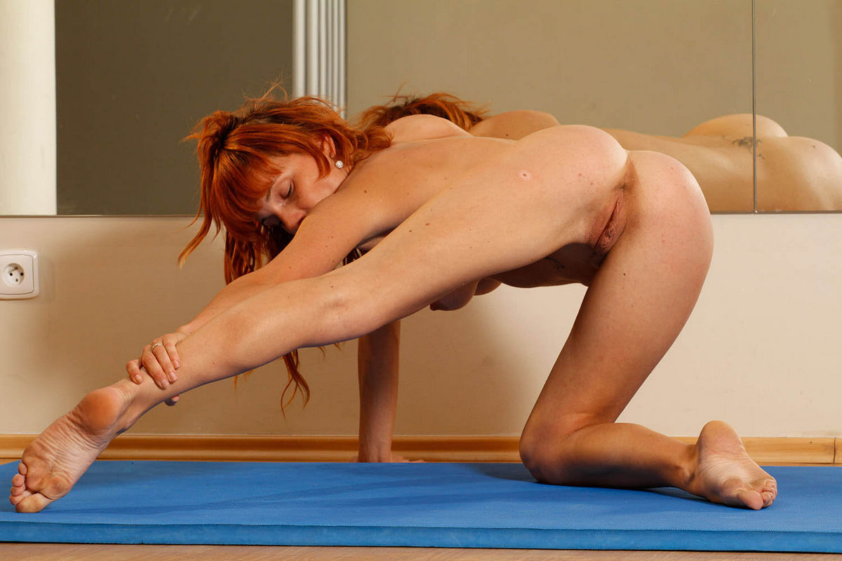 Out haha Girl gymnist shows pussy HOT! Great