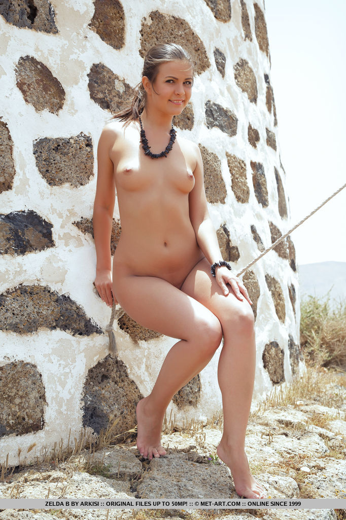 Zelda B strips outdoors as she bares her gorgeous body.