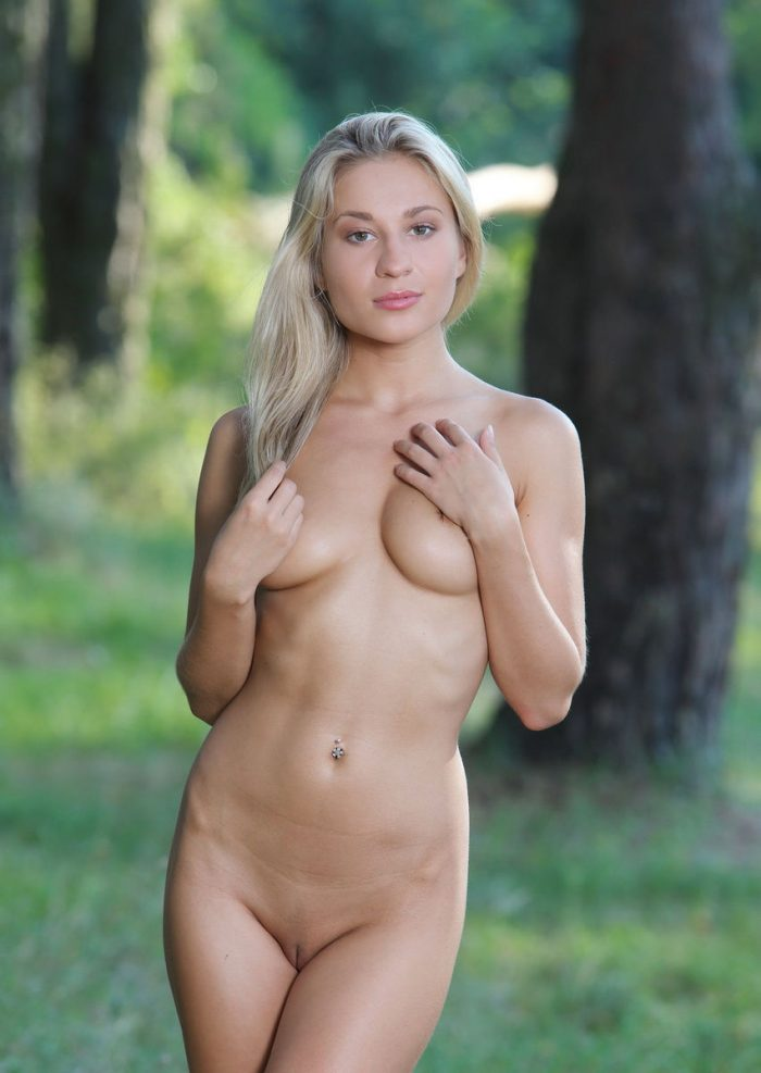 Goddess blonde Felicity in the woods