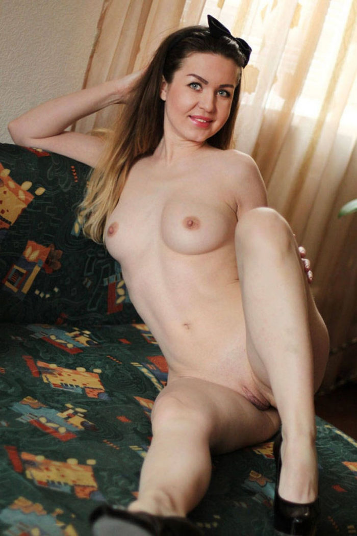Russian amateur hottie loves to posing