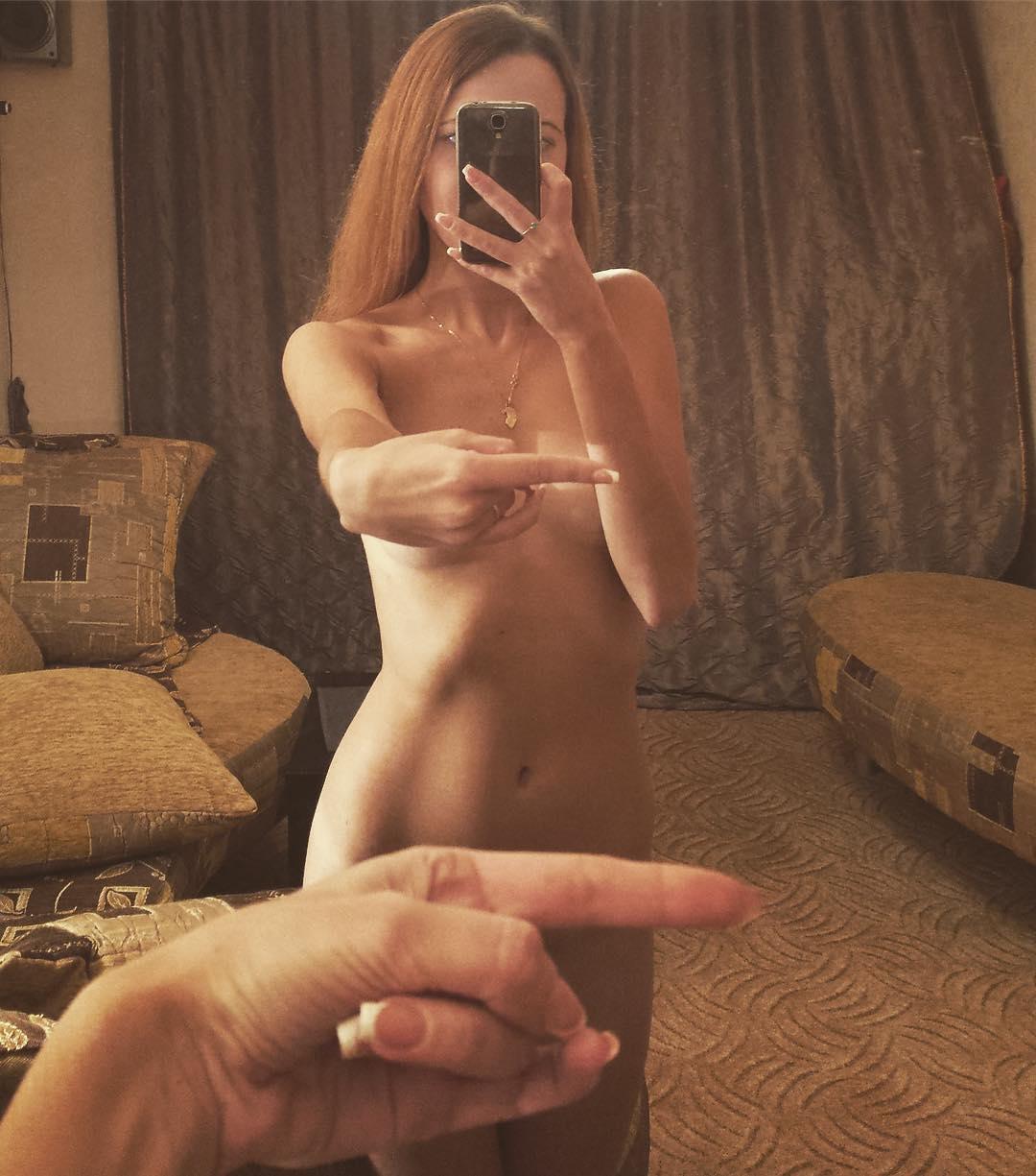 Finger pussy selfie