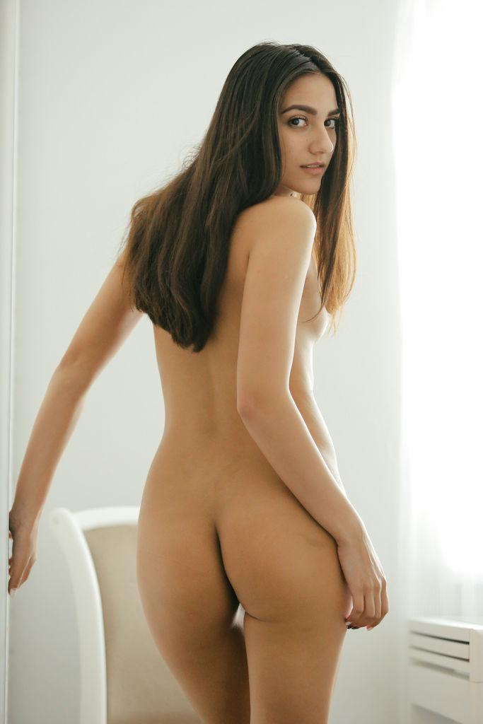 Cira Nerri plays a playful co-ed exploring her body