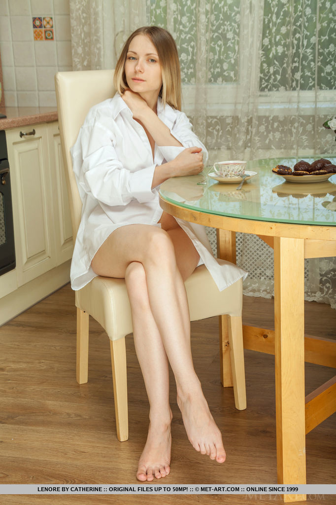 Lenore leisurely takes a sip of her coffee before taking off her bathrobe to show off her delectable body