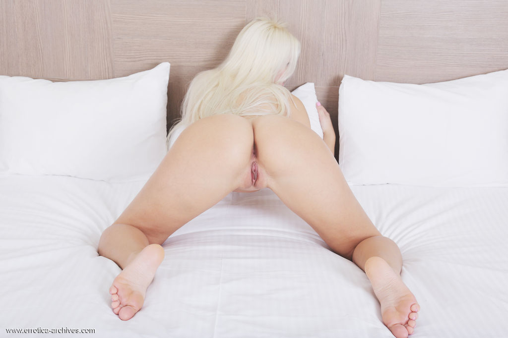 Leonie bares her slender body with creamy white skin and pink pussy as she poses on   the bed.