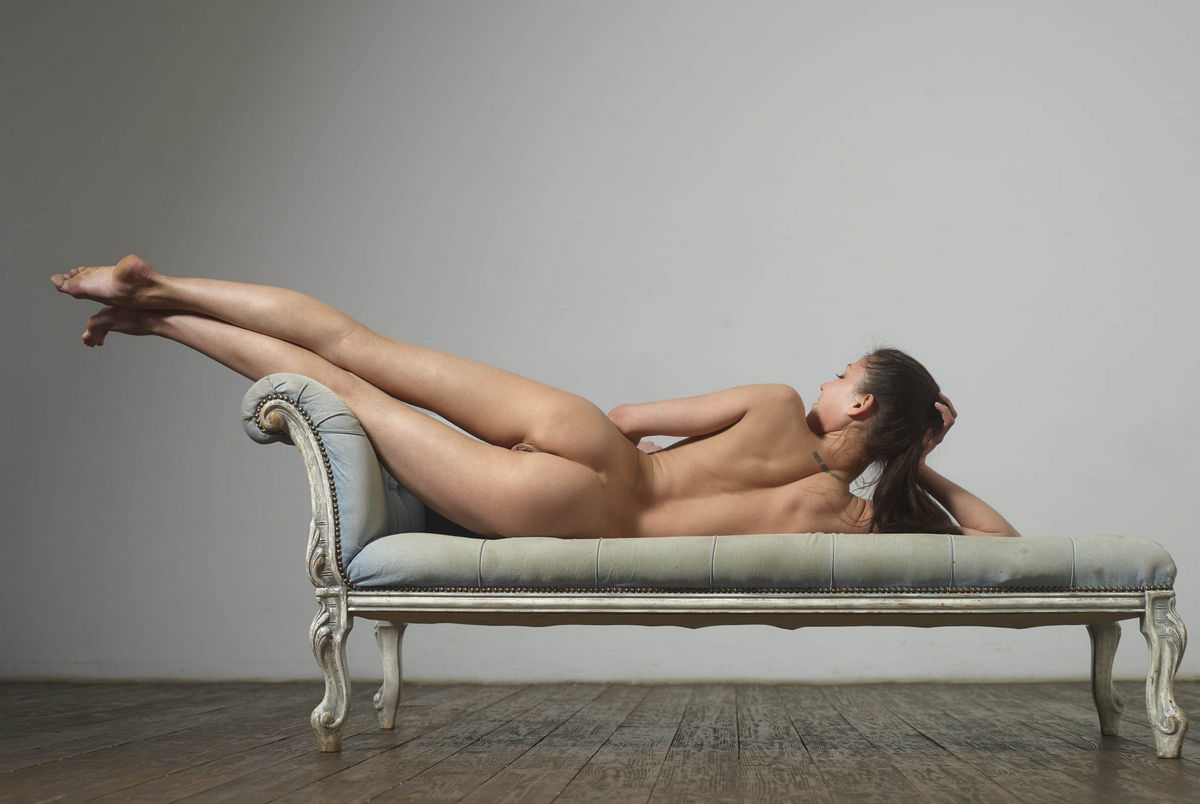 Russian Naked Gymnast Girl Eva Widely Spreads Legs -1435
