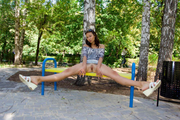 Hot girl Bysya A shows her bare body at public park