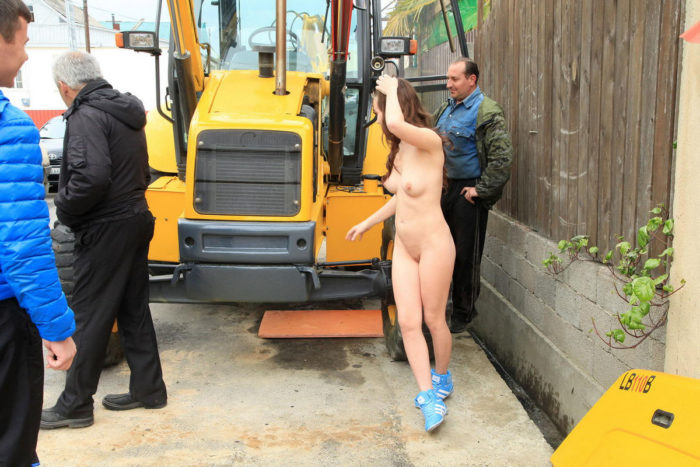 Naked girl prevents builders to work