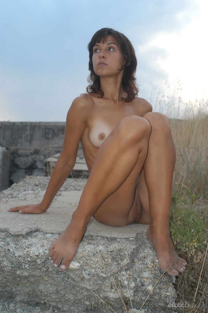 sexy tan girls naked