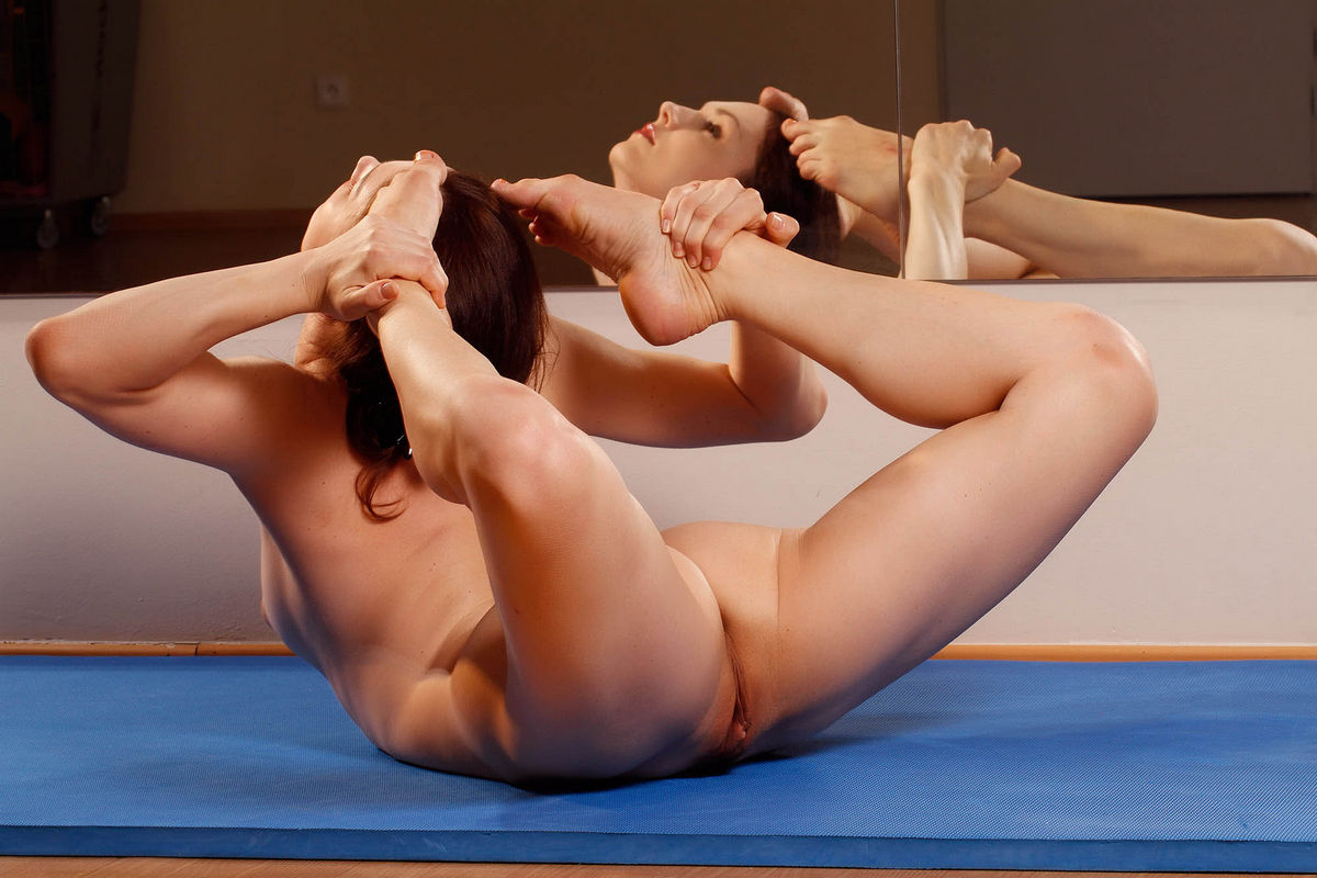 Free nude female yoga photos and videos youtube — img 7