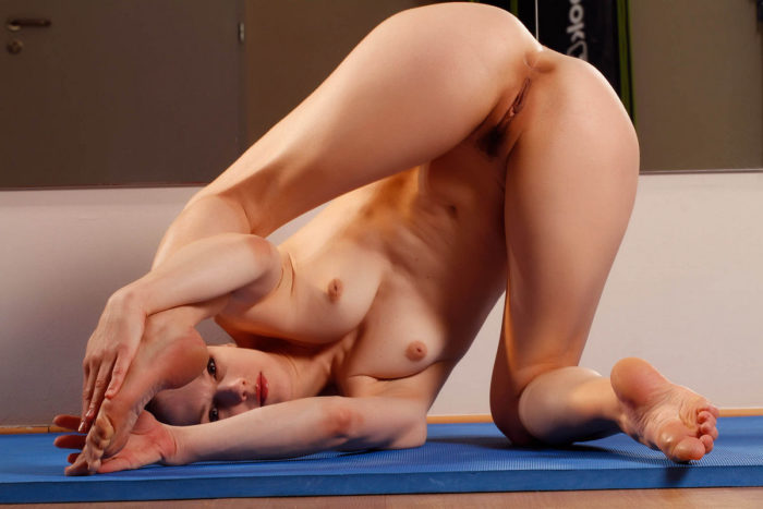 Russian balerina trains with no clothes