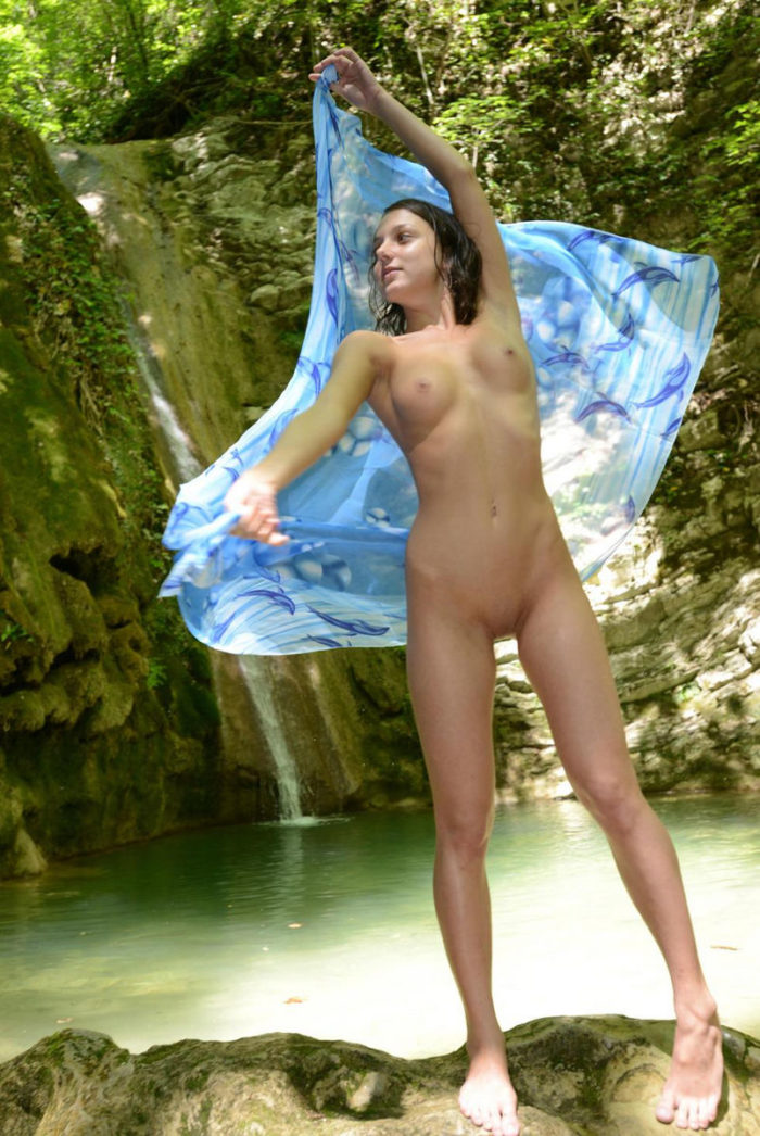 Russian teen Foxy Di by the waterfall