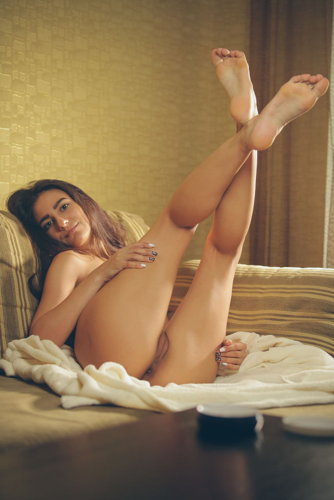 Cira Nerri enjoys a self-masturbation after taking a relaxing bath