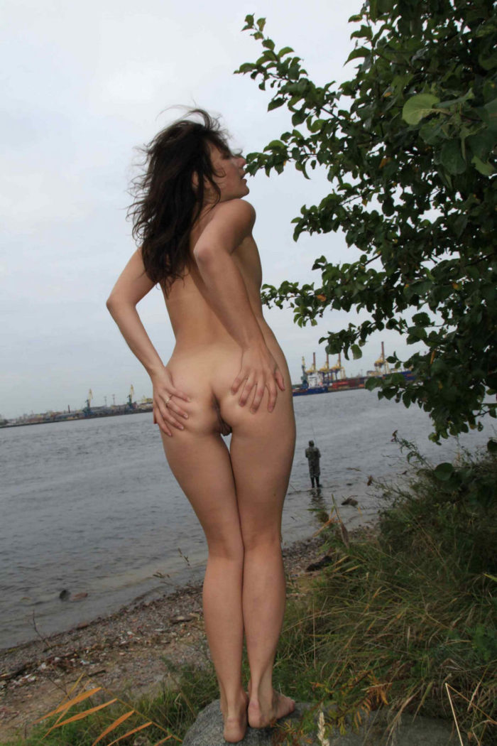 Flat-chested russian flashes her naked body by fishermen