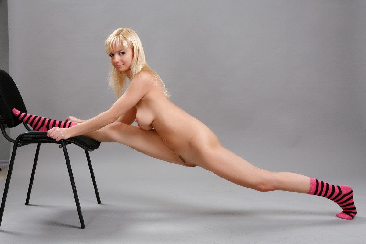Flexible Blonde In Pink Panties Posing In Studio  Russian -3919
