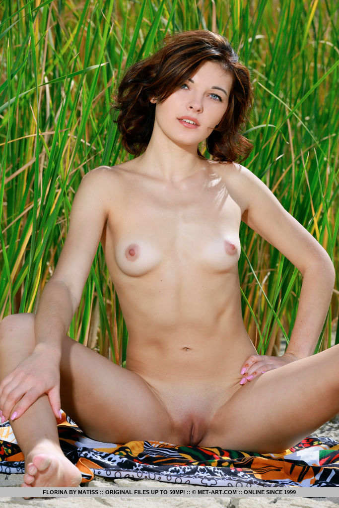 ew model Florina strips her sexy bikini baring her tight body outdoors.