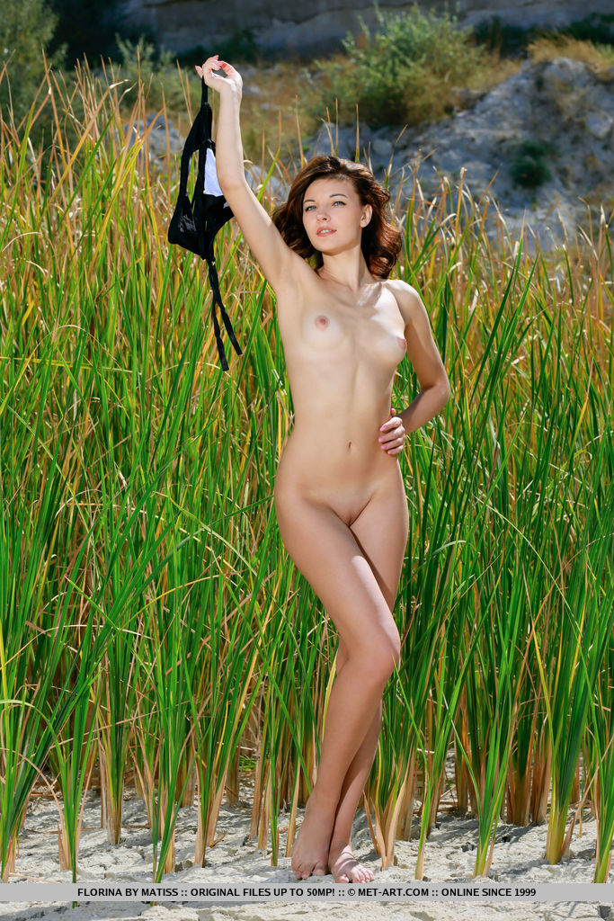 ew model Florina strips her sexy bikini baring her tight body outdoors.