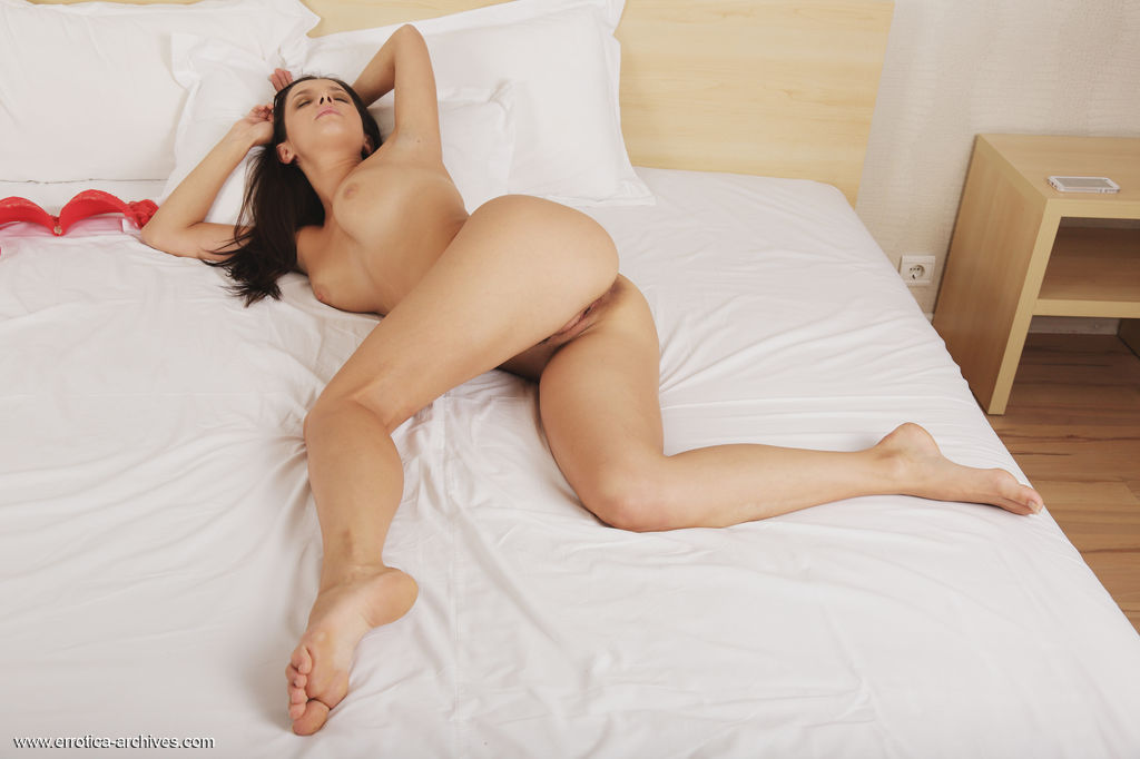Gillian B displays her naked, luscious body with beautiful puffy breasts and yummy poses as poses in the bed.