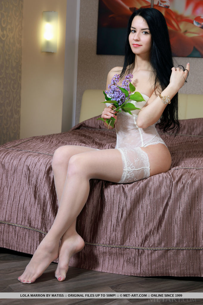 Samanta Rose may look sweet and innocent but once she gets naked, this pretty babe is an irresistable temptation