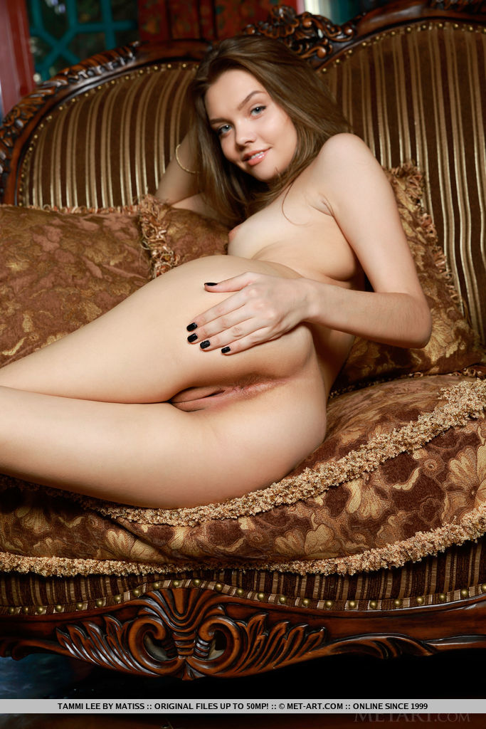 Tammi Lee shows off her slender body and sweet pussy.