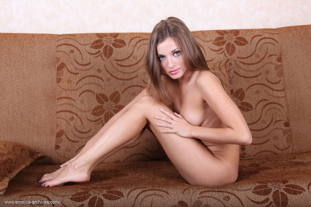 Giulia bares her yummy pussy and sexy body on the sofa.