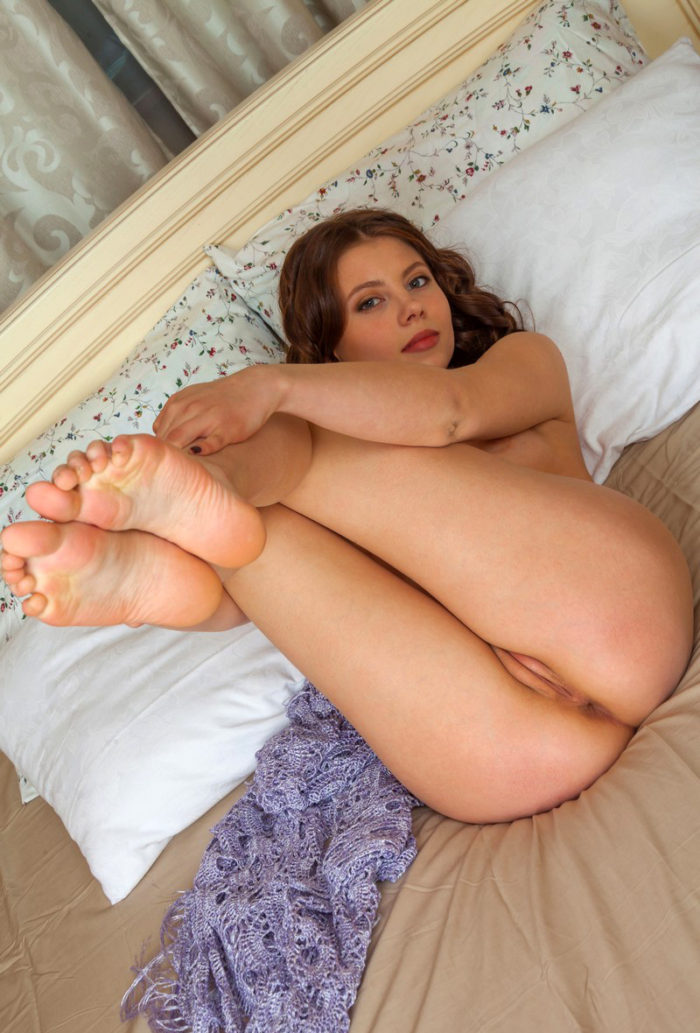 Sexy doll Cashina with a youthfull bod posing in bed